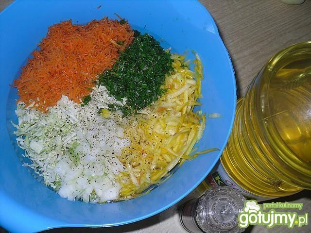 Kolorowa surówka z cukinią