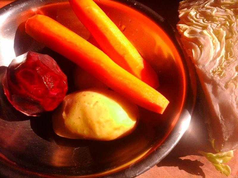Kolorowa zupa z wielu warzyw
