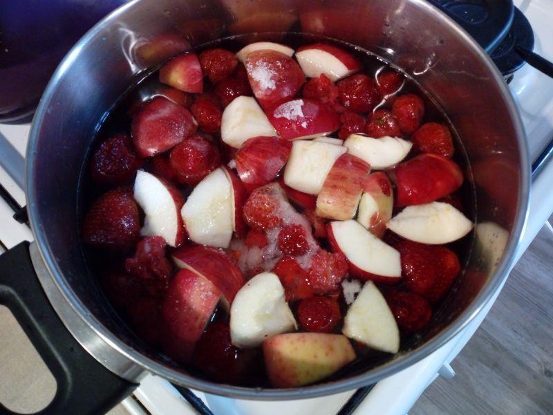 Kompot truskawkowo - jabłkowy