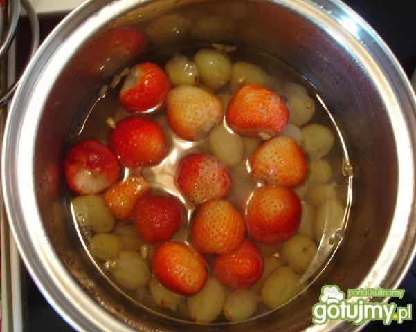 Kompot winogronowo-truskawkowy
