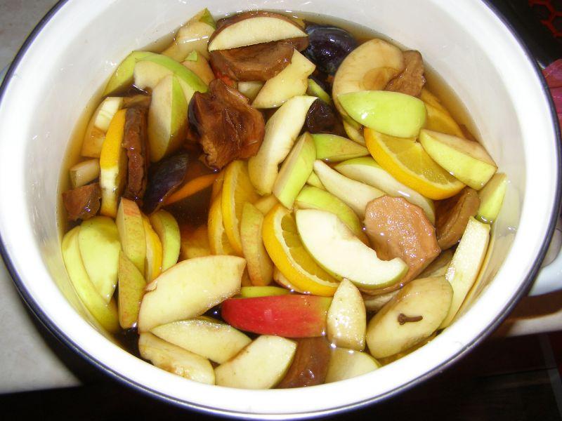 Kompot z suszonych iinnych owoców