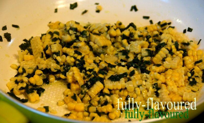 Konfetti kukurydziano-szczypiorkowe z olejem