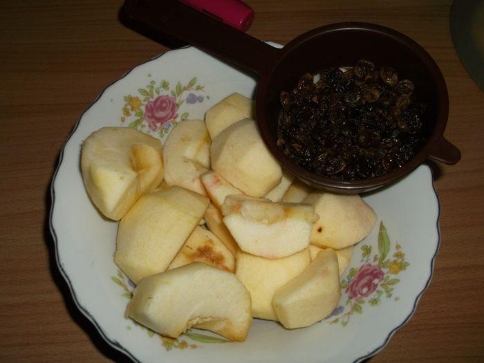 Koperty z jabłkami i rodzynkami