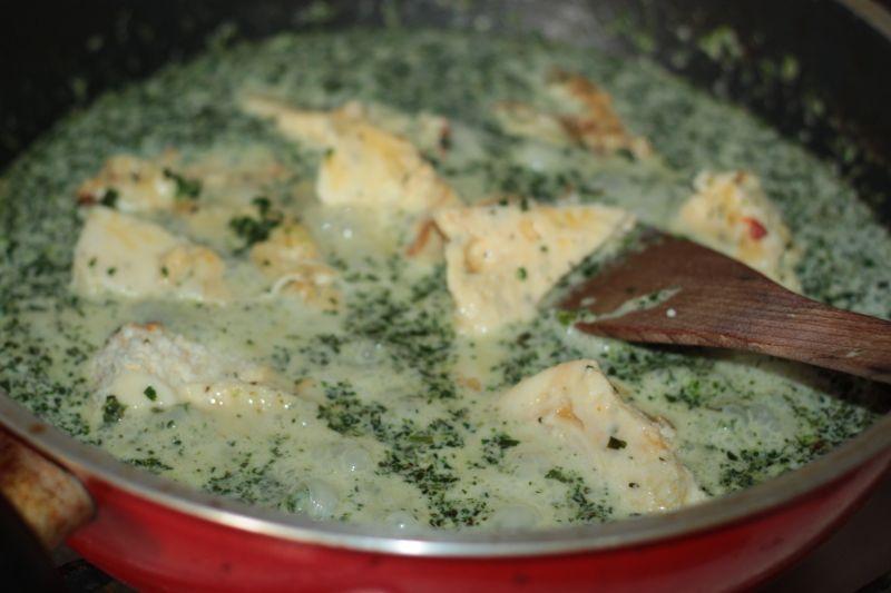 Kopytka w sosie szpinak -owo serowym