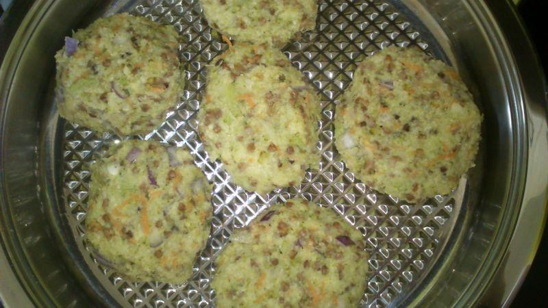 Kotleciki brokułowo - gryczano - jaglane