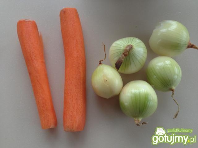Kotleciki jagnięce z warzywami w winie