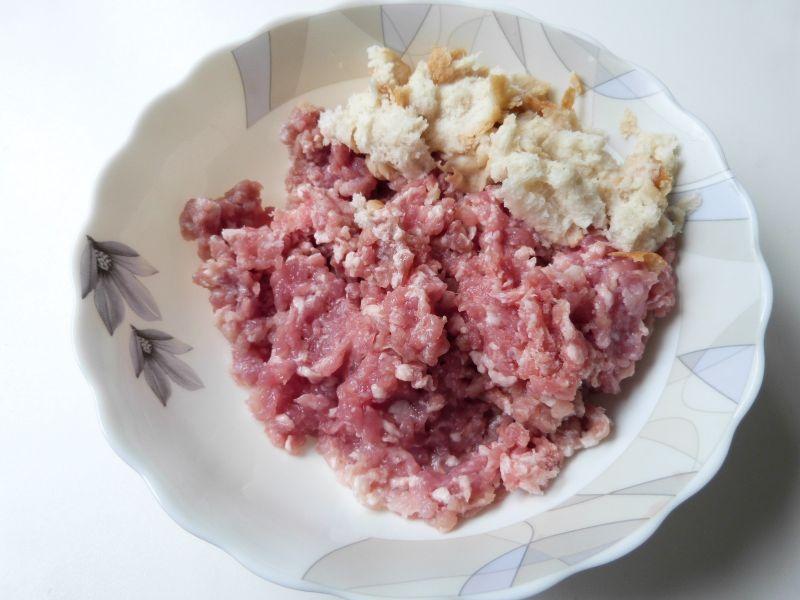 Kotleciki mielone z pokrzywami i szczypiorkiem