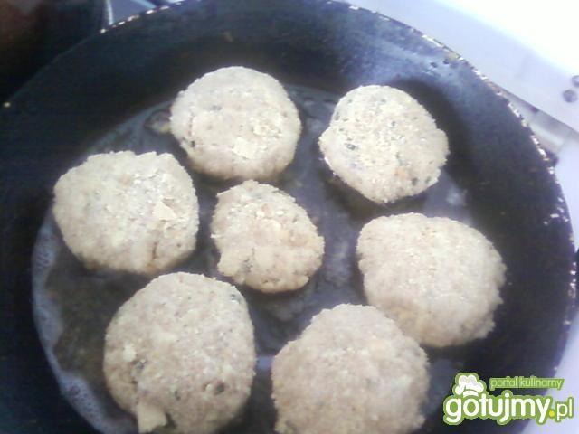 Kotleciki z gotowanego mięsa.