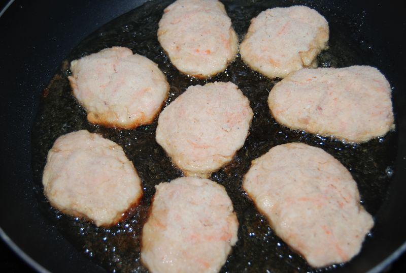 Kotlety drobiowe z marchewką