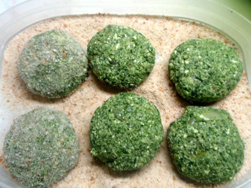 Kotlety jaglane na zielono