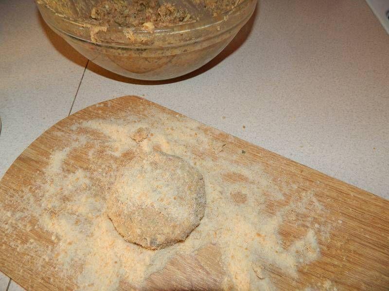 Kotlety mielone z pieczarkami i żołtym serem