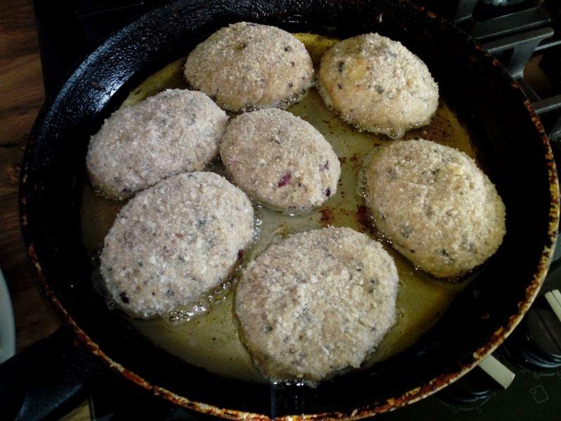 Kotlety mielone z pieczarkami i żółtym serem