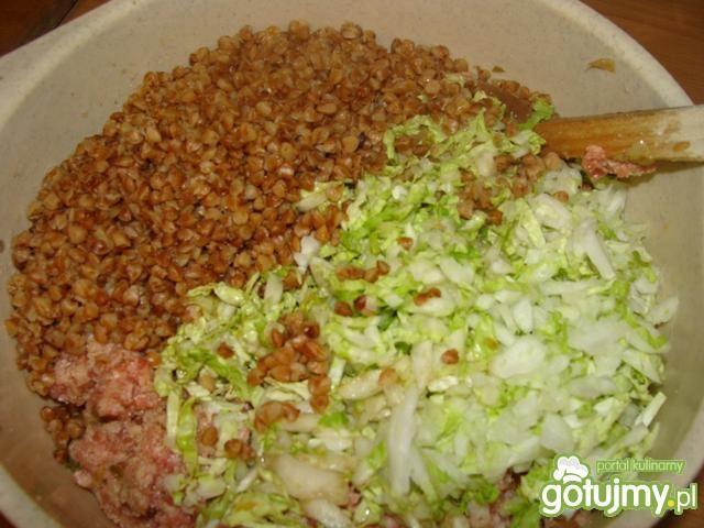 Kotlety mięsne z kaszą zapiekane z sosem