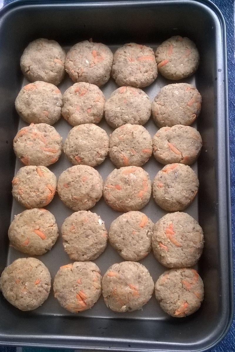 Kotlety pieczone z makreli z marchewką