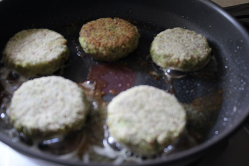 Kotlety z brokuła i kaszy gryczanej