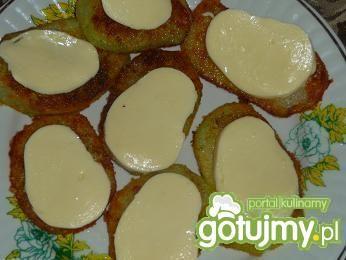 Kotlety z kalarepki i sos pietruszkowy