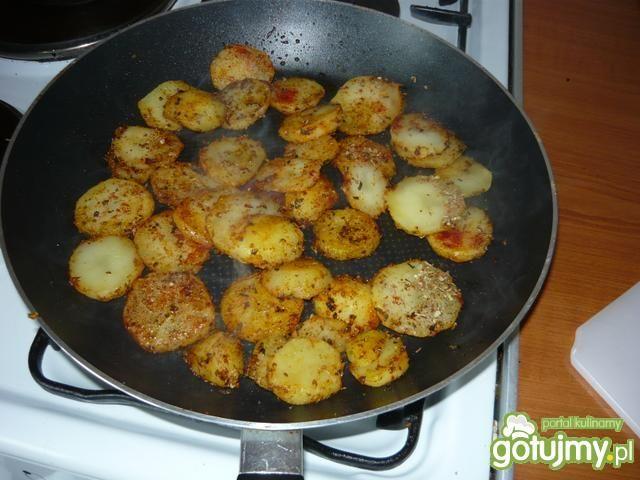 Krążki ziemniaczane z sosem czosnkowym