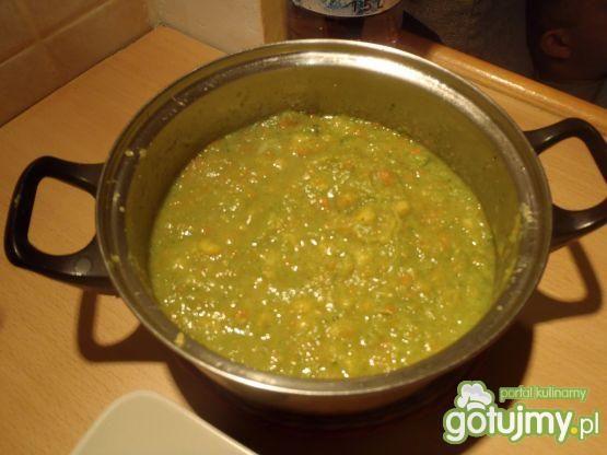 Krem brokułowy z migdałami