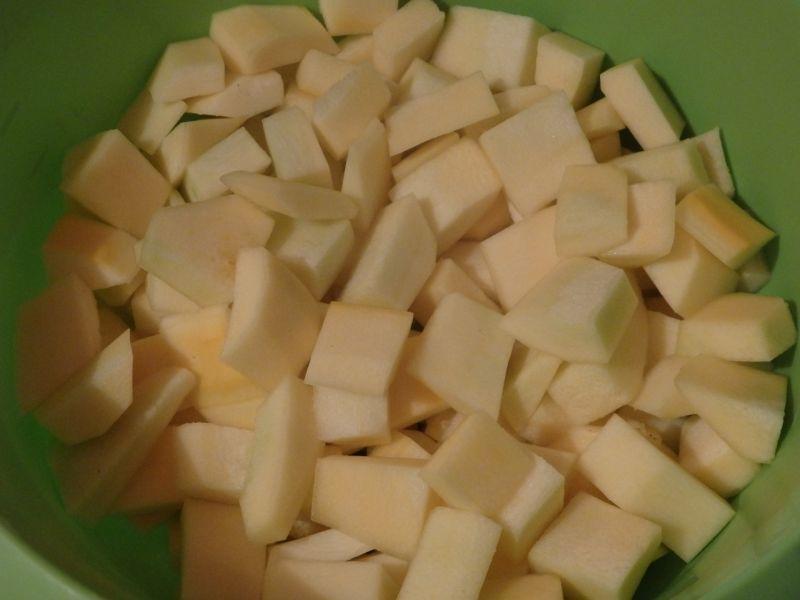 Krem dyniowo-cukiniowy z czubrycą zieloną