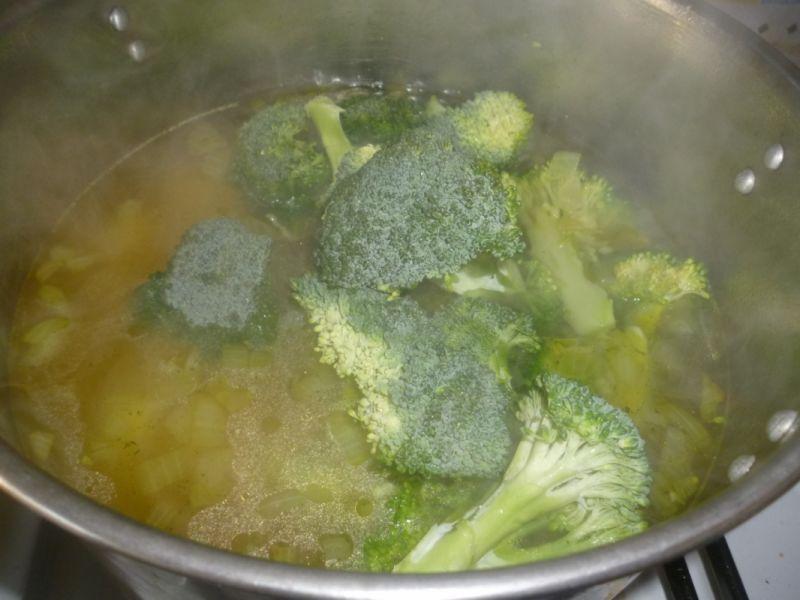 Krem z brokuła z serkiem topionym