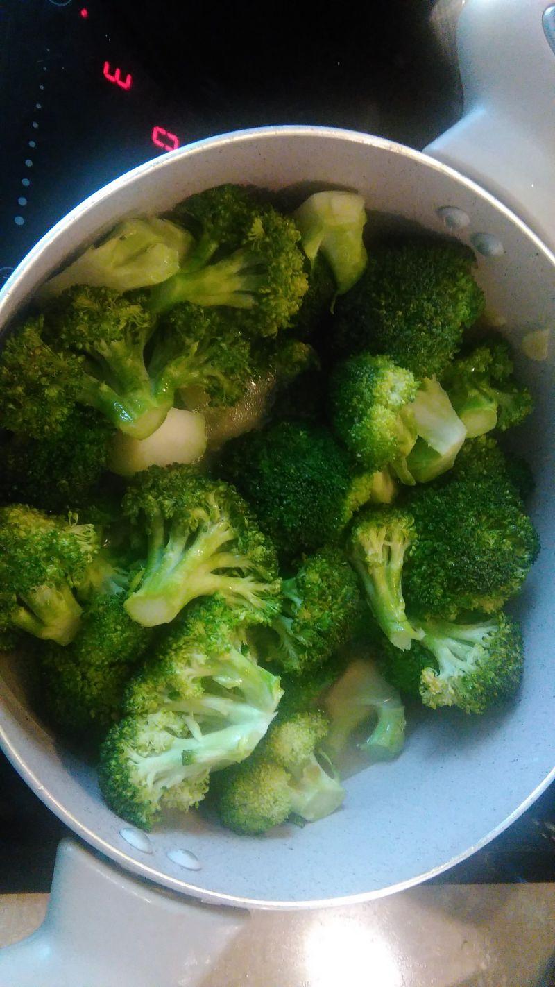 Krem z brokułów z gorgonzolą