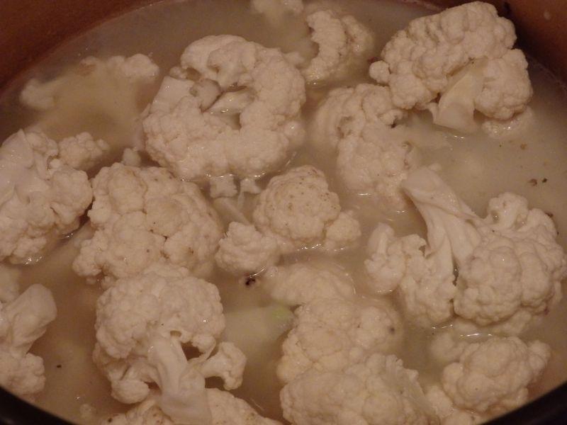 Krem z kalafiora z serem pleśniowym