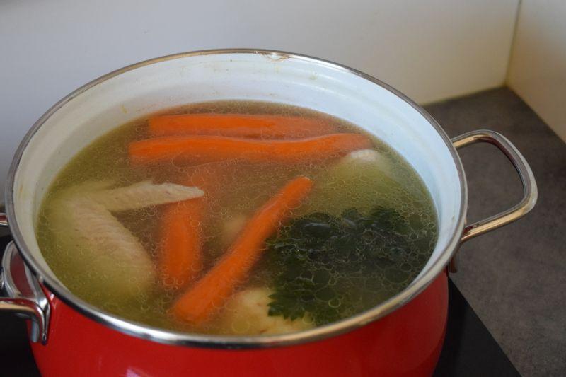 Zupa krem z żółtej cukinii, kalarepki i selera