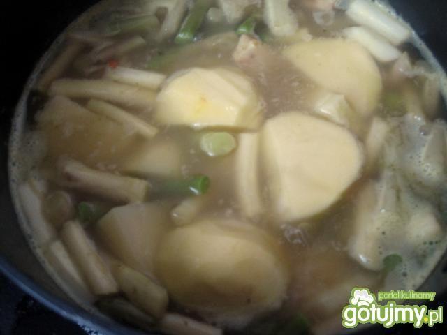 Kremowa zupa szparagowa.