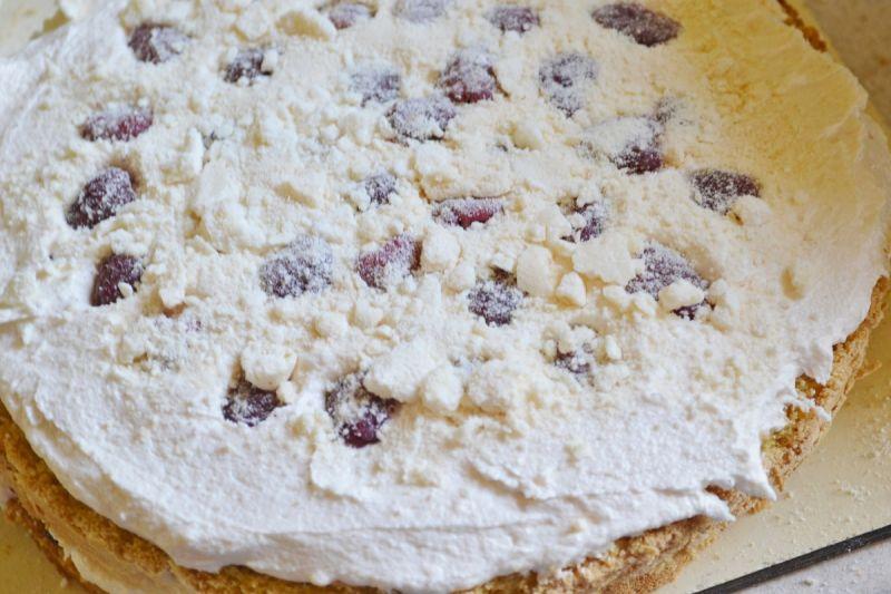 Króliczy tort z malinami