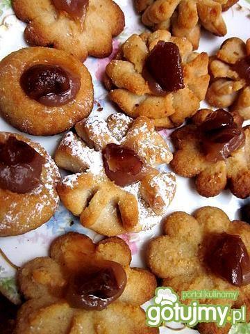 Kruche ciasteczka kasztanowe wyciskane