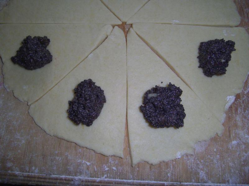 Krucho- drożdżowe rogaliki z makiem