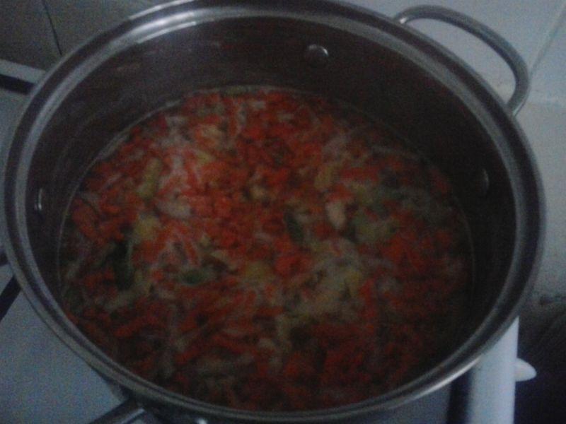 Krupnik wegański z brukselką selerem marchewką