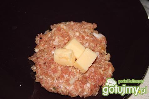 Kulki z serem w sosie pieczerkowym