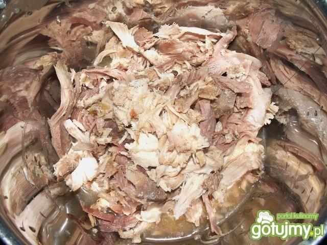 Kura rosołowa w ostrym sosie paprykowym
