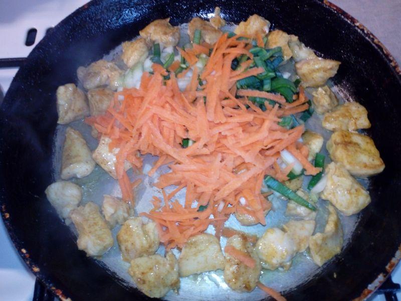 Kurczak crry z ryżem i warzywami