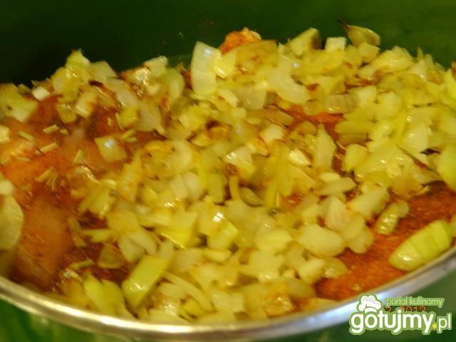 Kurczak duszony w pomidorach i fasoli