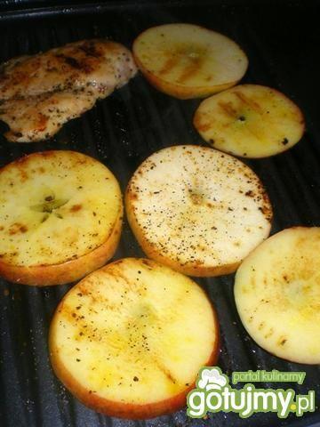 Kurczak grillowany z jabłkami