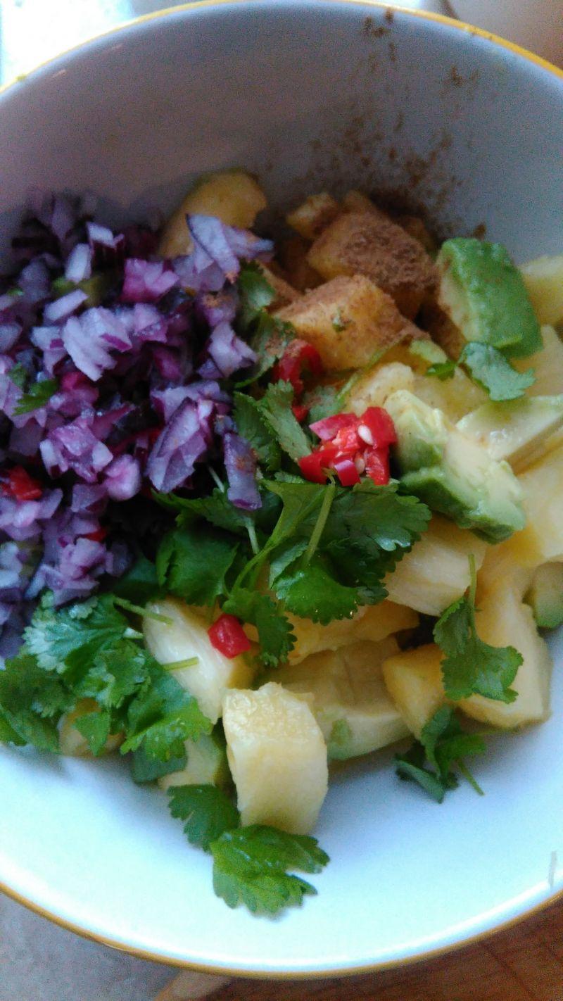 Kurczak miodowo-limonkowy z salsą z ananasa