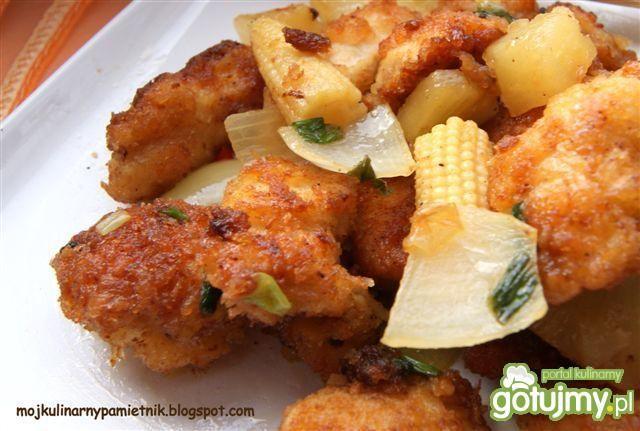 Kurczak w panko z ananasem i kukurydzą
