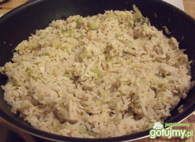 Kurczak z ryżem i jajkiem