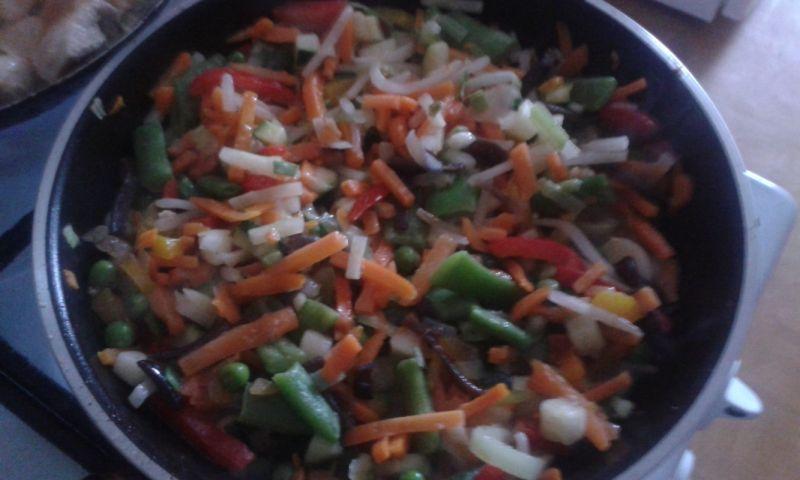 Kurczak z warzywami na ryżu