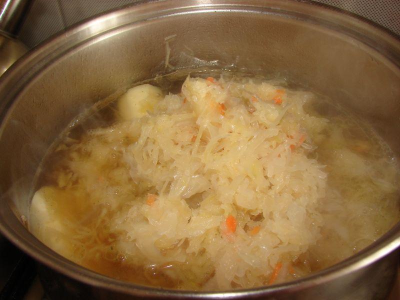 Kwaśna zupa na żeberkach