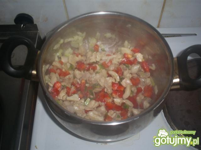 Łagodna drobiowa zupa gulaszowa