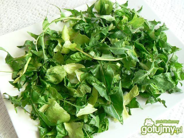 Łąkowa sałatka z mniszkiem lekarskim