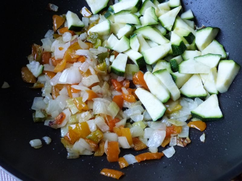 Łazanki z gotowanym mięsem i warzywami