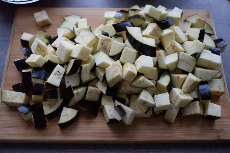 Leczo z bakłażanem, papryką i botwinką