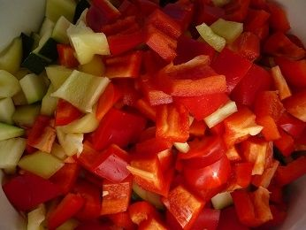 Leczo z cukinią i pomidorami malinowymi