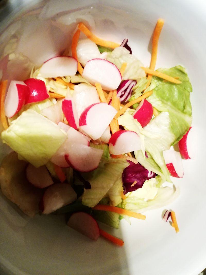 Lekka sałatka z tuńczykiem