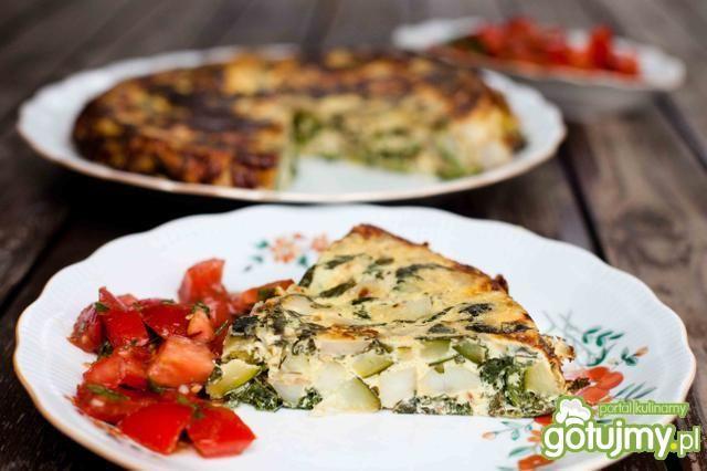 Letnia frittata z sałatką z pomidorów
