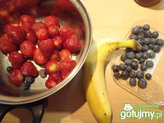 Letnia sałatka owocowa z otrębami